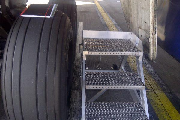 HOP UP – B747 Hydraulic Bay Access