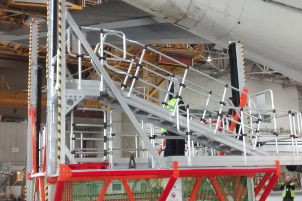 Variable Height Wide Body APU Change Platform H2.75-5.25m