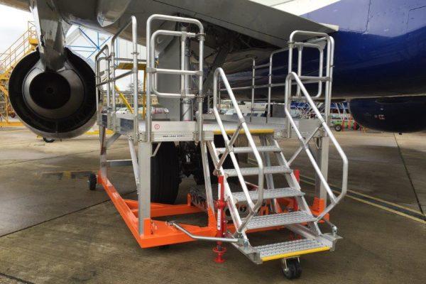 A320 Fixed Height Main Landing Gear Access Platform (towable) H1.3m