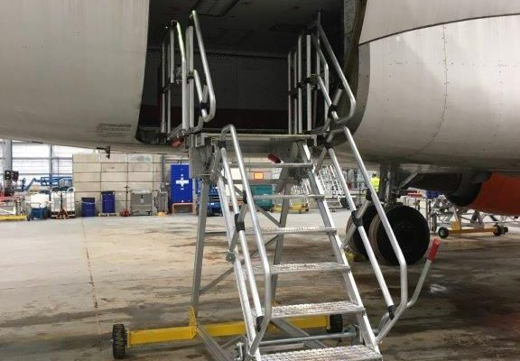 Fixed Height Engineers Maintenance Steps 2.0m