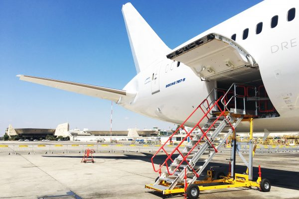Variable Height Cargo Bay & Working Platform H1.9-3.25m | W1.2