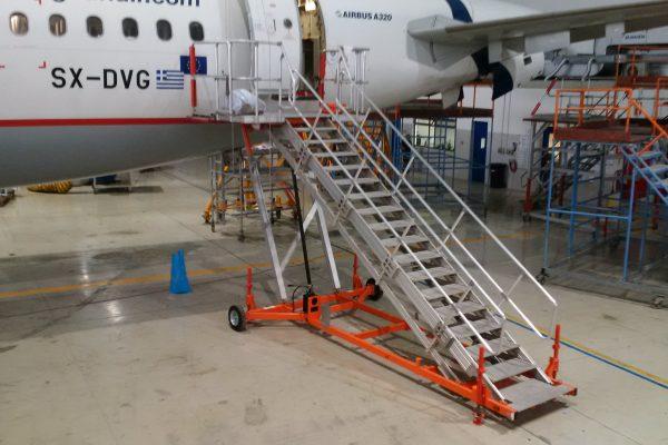 Variable Height PAX Door A320 Platform & Wide Body  H2.5m – 4.5m | W2.4m | Sliding side rails