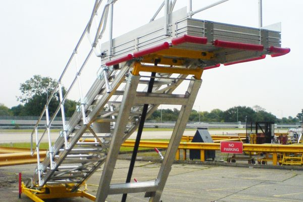 Variable Height PAX Door A320 Platform & Wide Body  H3.0m – 4.5m | W1.0m | Sliding side rails