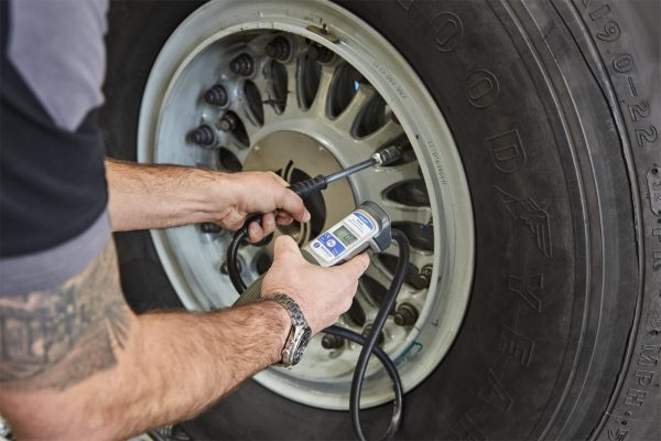 SMART Check – Digital Check Tyre Gauge Kit